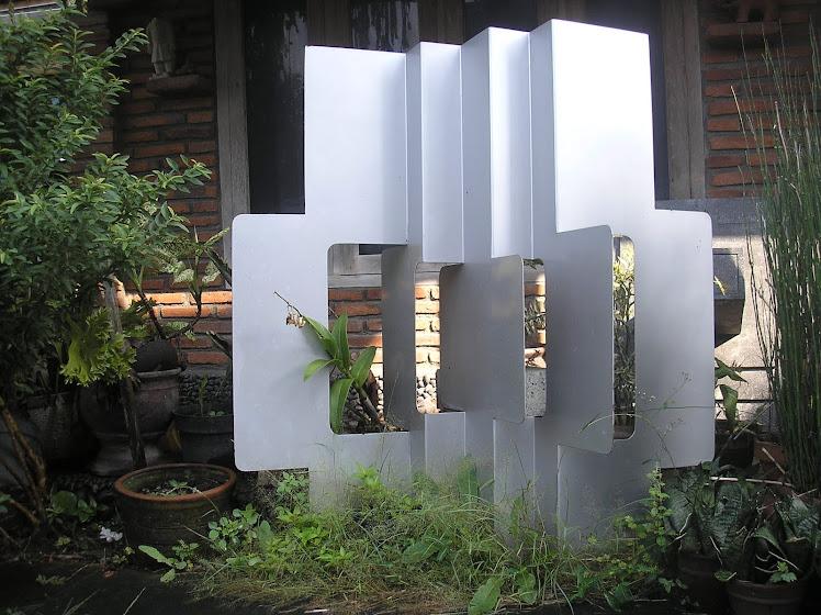 Komposisi dengan sobekan vertikal