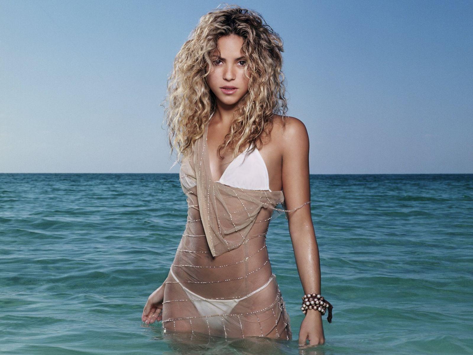 http://3.bp.blogspot.com/_83miS7TrWDY/TGCHaWuZrwI/AAAAAAAABFY/V8Bvu5-45zY/s1600/Shakira_bikini.jpg