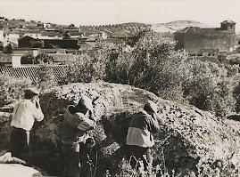 Aldeanos disparando contra fascistas