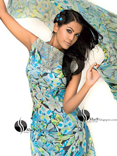 Gul+Ahmed+Stylish+Design+www.She9.blogspot.com+%2819%29 More v neck and round neck shalwar kameez styles from Gul Ahmad