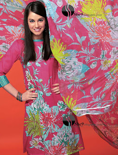 Gul+Ahmed+Stylish+Design+www.She9.blogspot.com+%2823%29 More v neck and round neck shalwar kameez styles from Gul Ahmad