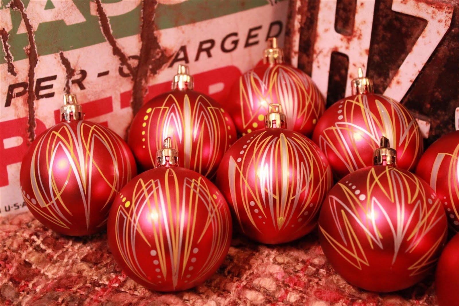 Large ornaments - Friday November 5 2010
