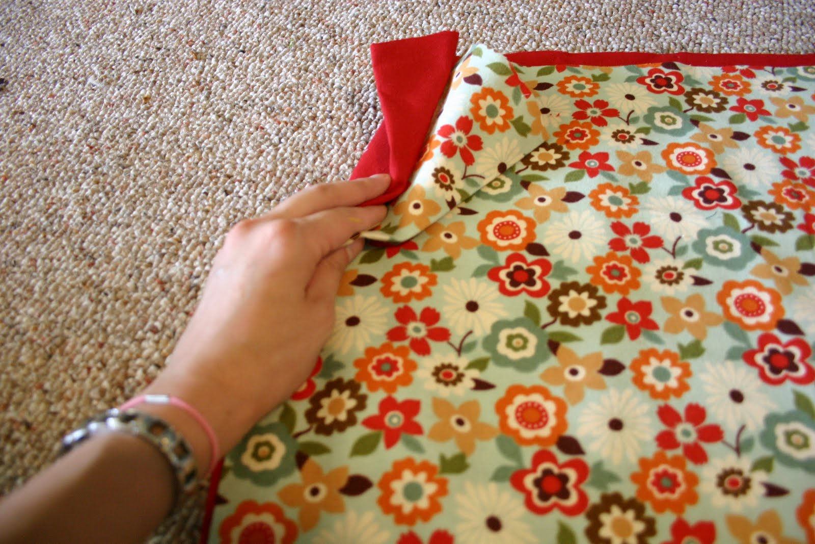 Grosgrain: No Pattern \'Quick and Dirty\' Boppy Cover Tutorial