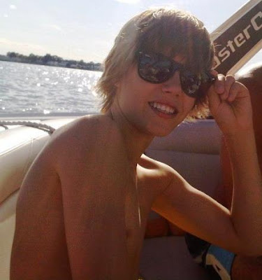 shirtless justin bieber 2010. Justin Bieber Shirtless !