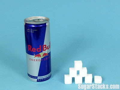 En Red Bull innehåller sju sockerbitar.