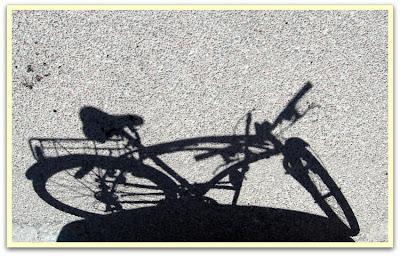 Grabben, du har inte skuggan av en ... cykel.