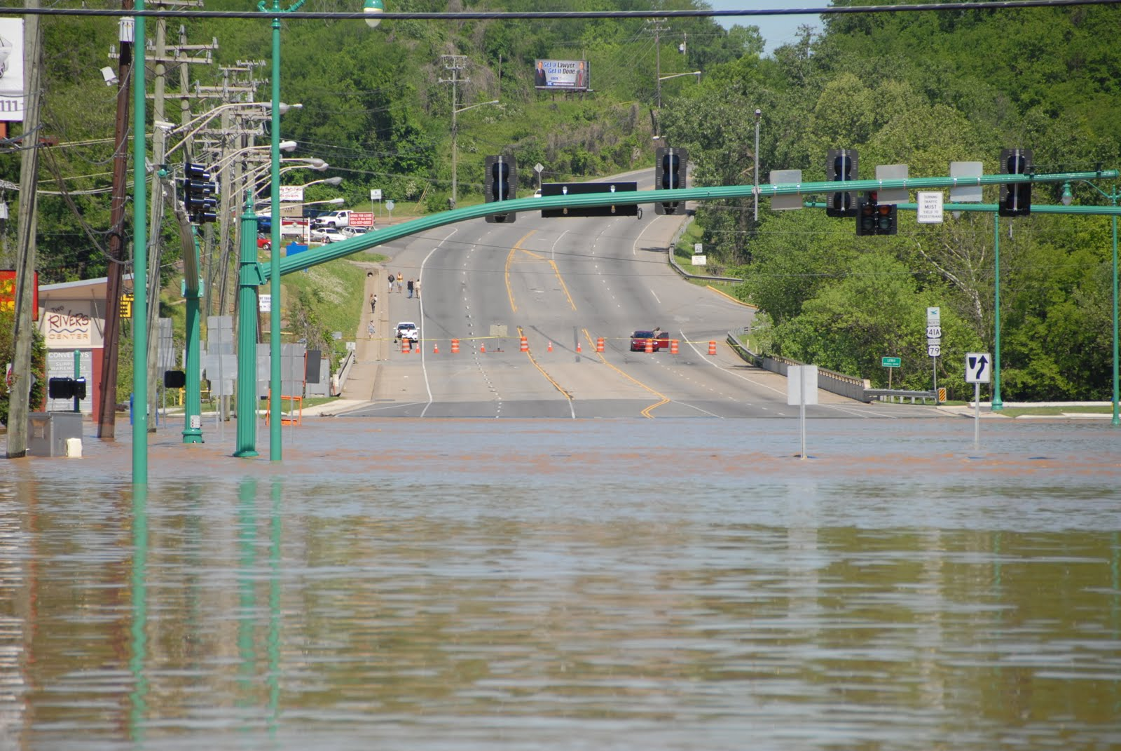 Bobs three month cretan adventure the great flood of 2010 above left photo intersection of college street and kraft street looking toward the bridge that connects clarksville with the community of st bethlehem sciox Image collections