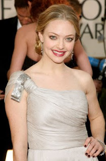 amanda seyfried golden globes mamma mia Golden Globes Nail Watch   Amanda Seyfried