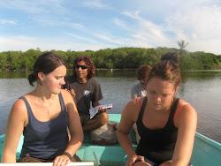 Frivillige pa tur i lagunen