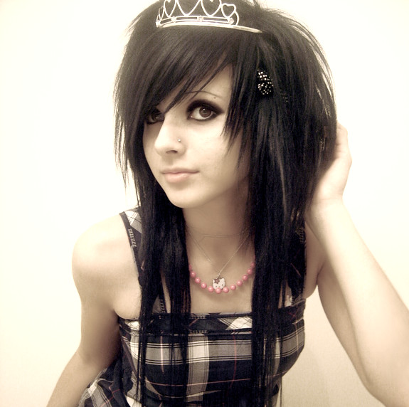 girls hairstyle pictures. Medium golden emo hairstyle for cool girls