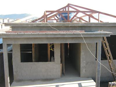 Telhado quatro aguas com varanda
