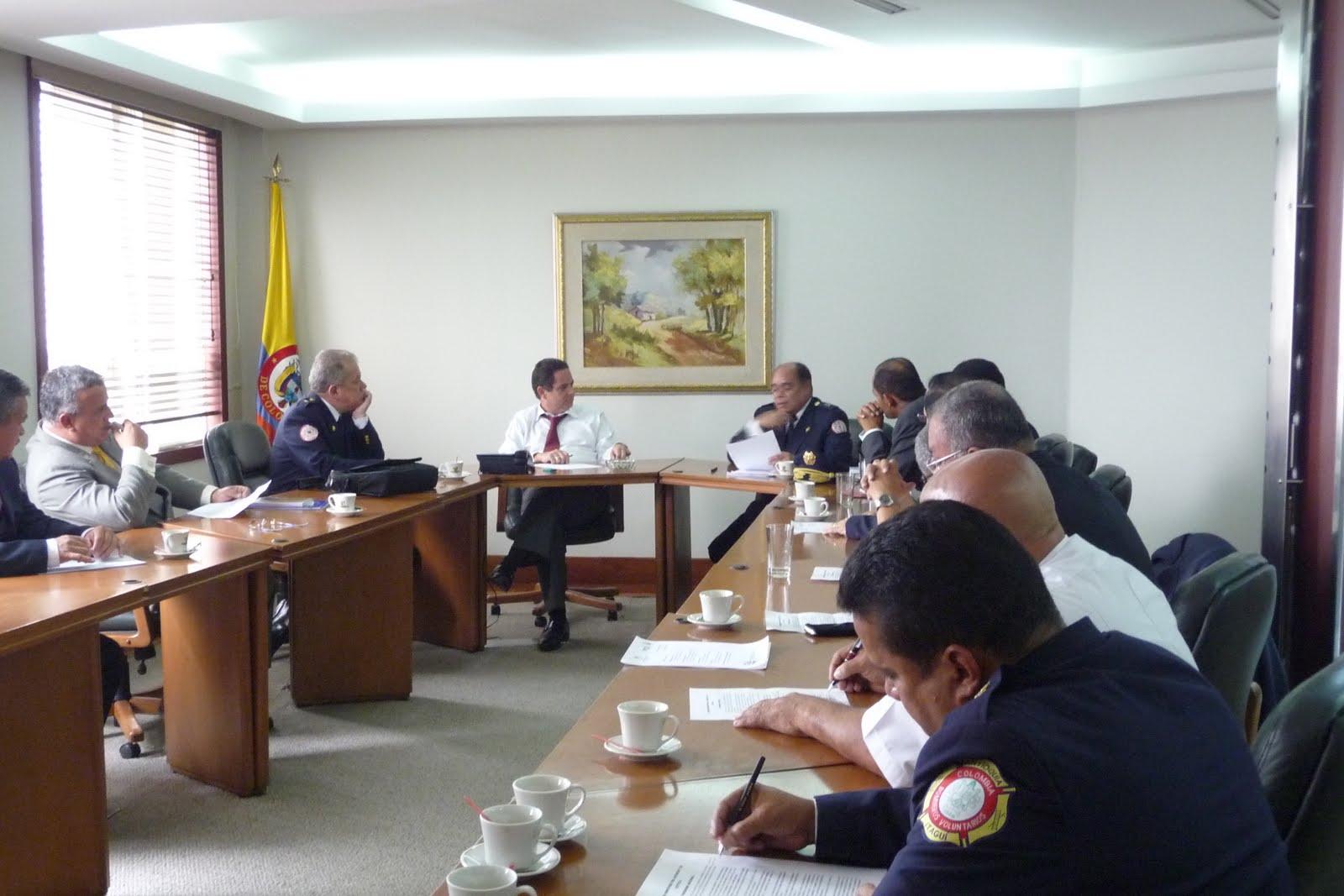Brigada de bomberos voluntarios del corregimiento de for Foto del ministro del interior