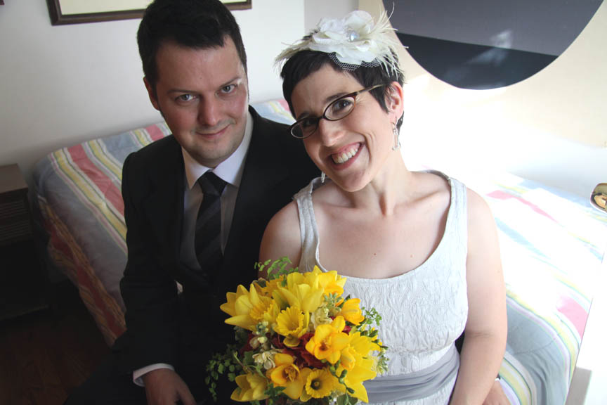 Shelley and Jason above celebrated their spring wedding in the thriftiest