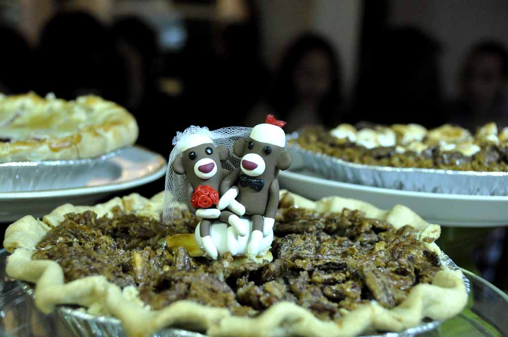 The handmade monkey cake toppers are easy to associate with the funny