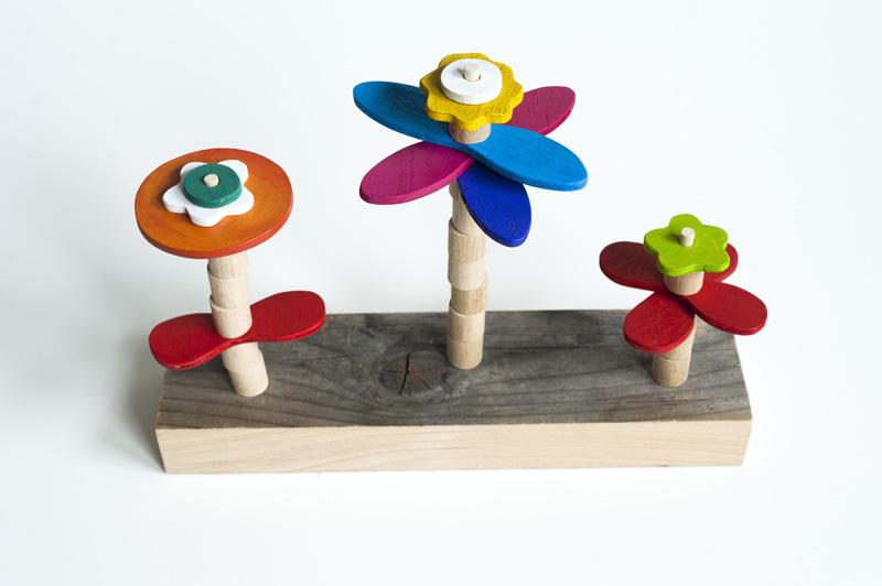 http://3.bp.blogspot.com/_8HrY4tU7rgc/TUcomKEpoEI/AAAAAAAABfo/uFCBGmLfRW8/s1600/Made+by+Joel+Flower+Building+Toy+1.jpg