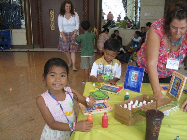 [conference+kids+doing+crafts.jpg]