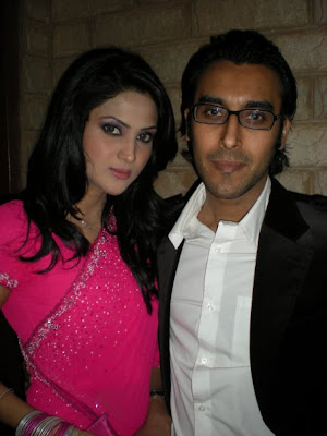 Sara Chaudhry Got Married http://www.showbizpakblog.com/2009/04/couples.html