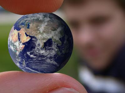 http://3.bp.blogspot.com/_8JFt_6Mldos/SKcd-LTxtYI/AAAAAAAABrU/avzCCk9DbE4/s400/world-in-hand.jpg