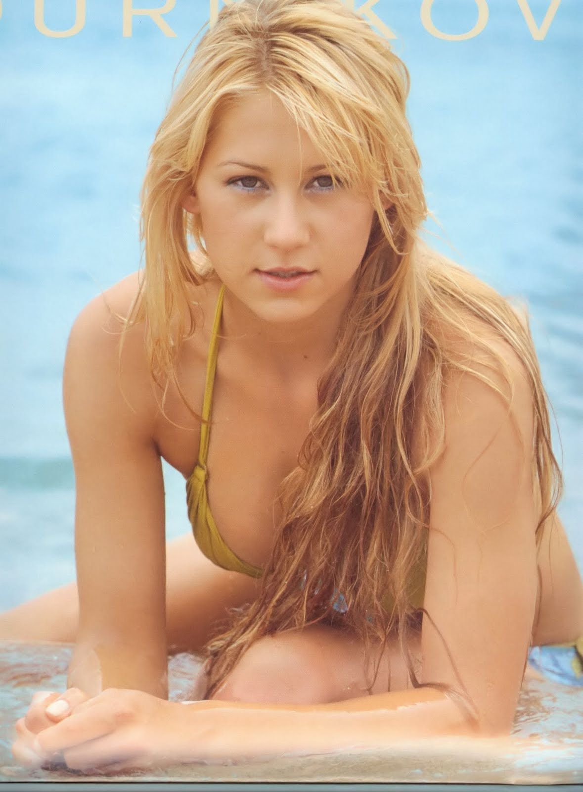 Fresh Look Anna Kournikova Hairstyles 06