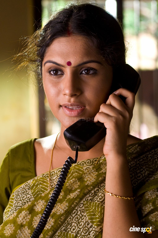 Celebrity Fashion Trends Malayalam Film Best Actor Actress Shruthi Hot