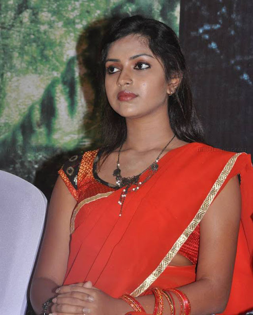 mynaa actress amala paul hot