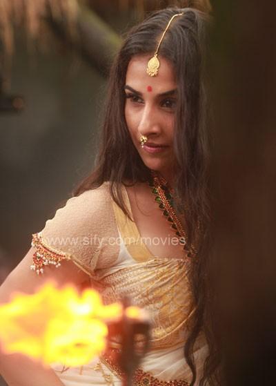 Vidya Balan Hot in Malayalam Movie Urumi