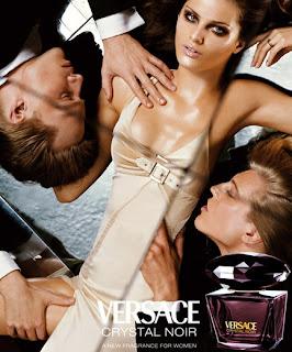 Versace Crystal Noir perfume da rosa negra top model Isabeli Fontana