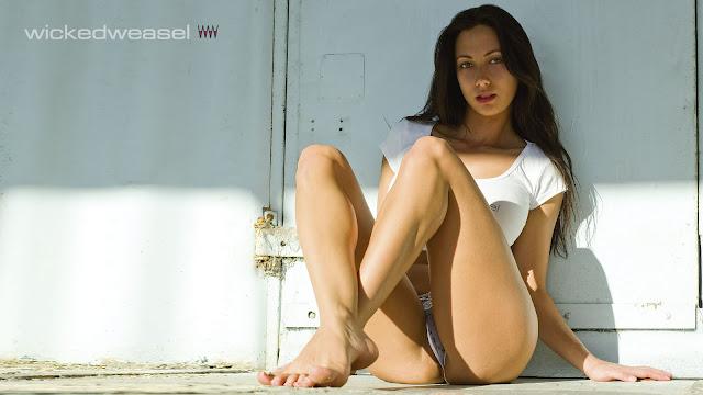 Lima Bikini Wallpaper