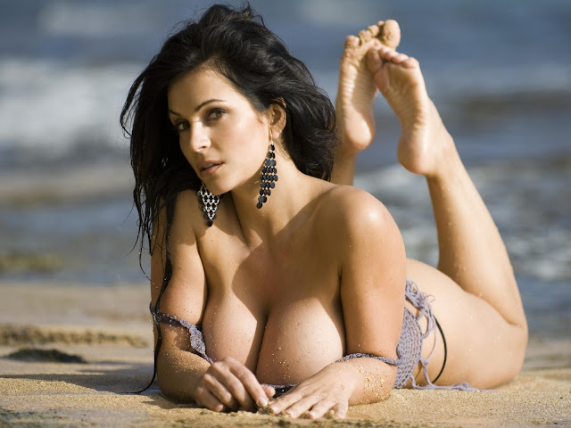 Sexy Beach Denise Milani Wallpaper