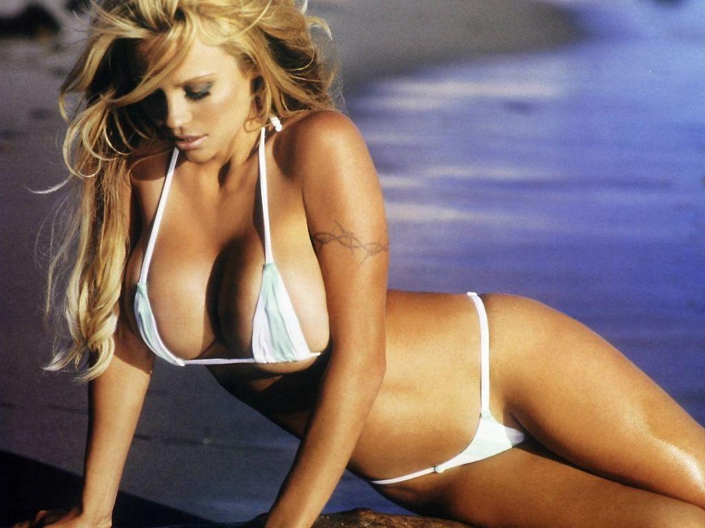 Pamela anderson vip micro bikini