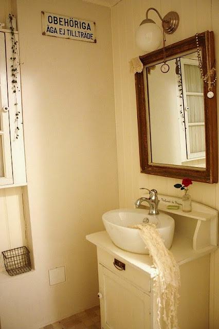 Decorar Un Baño Romantico:Un baño mini de estilo romántico