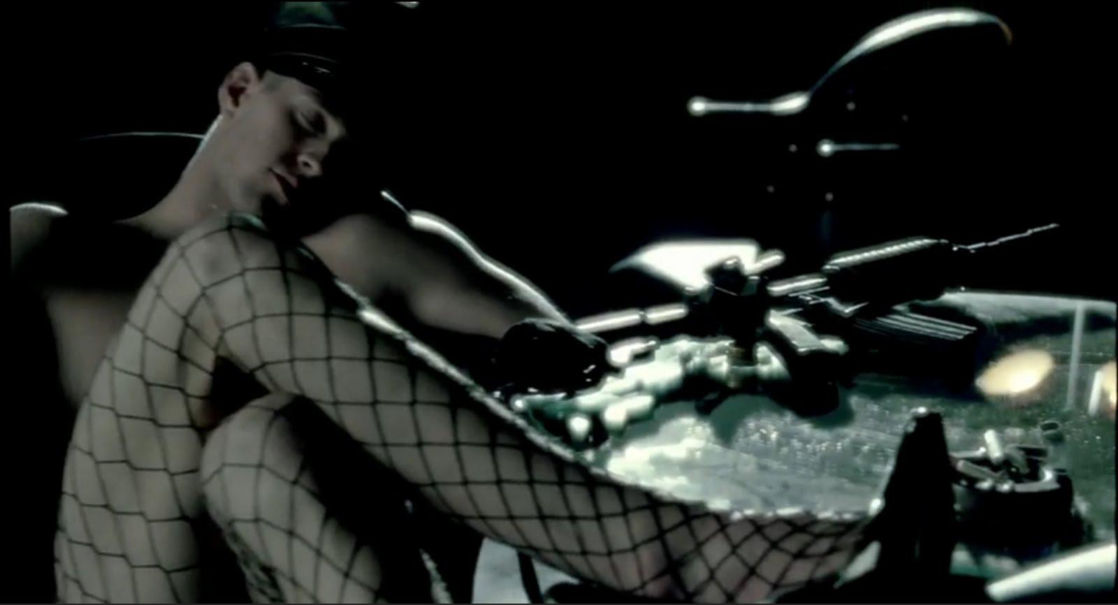 http://3.bp.blogspot.com/_8OyIh7i9YUs/TBqMdkSEcxI/AAAAAAAABgU/tVK5kaDpoTI/s1600/AlejandroLadyGagaMusicVideoMan.bmp