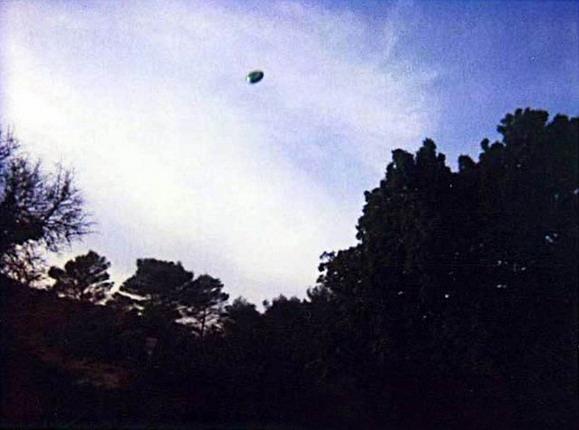 [UFO-2000-France-ovni.jpg]