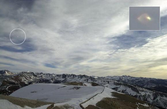 [UFO-late-2000-Mammoth-Mountainarea-California-USA.jpg]