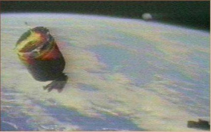 [UFO-September-1993-Orbitaround-Earth-NASA-Space-Shuttle-Mission-STS-51a.jpg]
