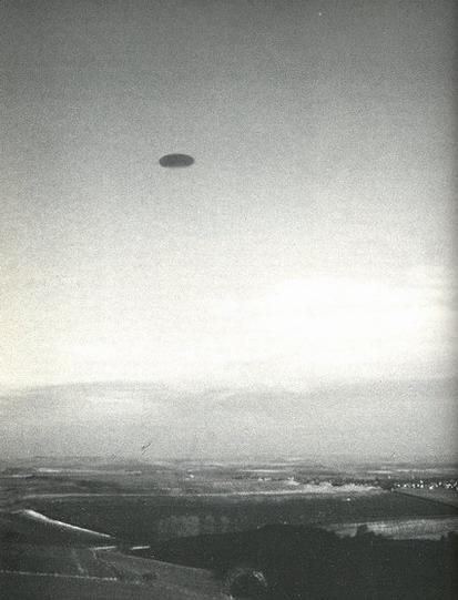 [UFO-December-21-1993-Gould's-Hill-Dorset-England.jpg]