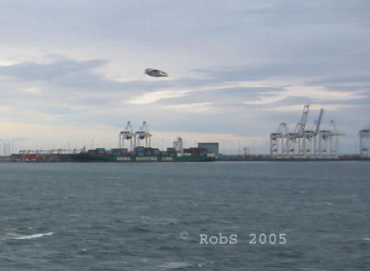 [UFO-November-25-2005-Vancouver-Island-BC-Canada.jpg]