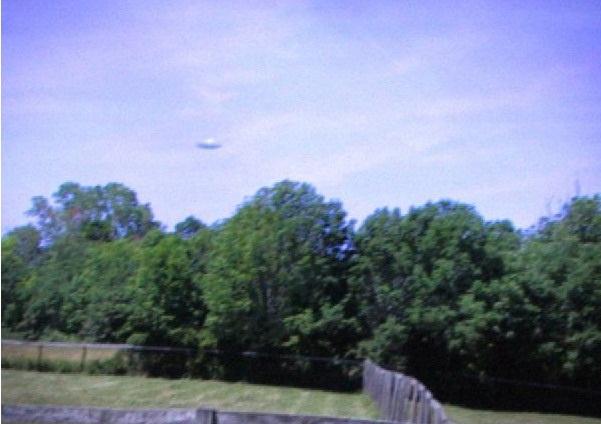 [UFO-August-2006-Chicago-Illinois-USA.jpg]
