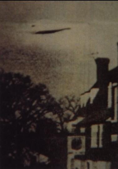 [1944-Royaume-England-UFO.jpg]