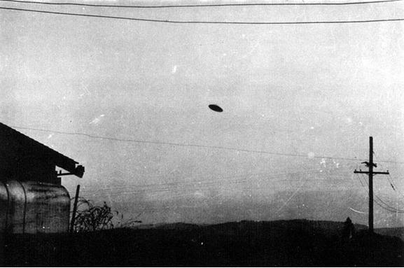 [1950-May-11-McMinnville+Oregon+USA-UFO.jpg]