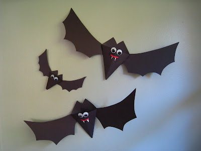 Halloween Craft Ideas Construction Paper on Up Your House Or Classroom For Halloween The Bats Body Is A Pocket