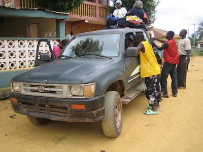 Taxipaís de Guinea Ecuatorial de la Asociación Africanista Manuel Iradier