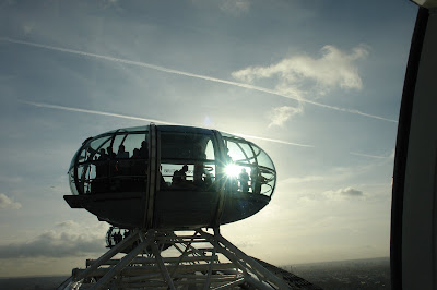 The twinkling of the sun through a London Eye capsule