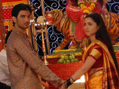 Manav and Archana in front of a deity in Pavitra Rishta on Zee TV