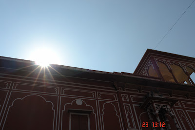 Sun twinkling over the edge of the wall of Jaipur City Palace in Jaipur, Rajasthan, India