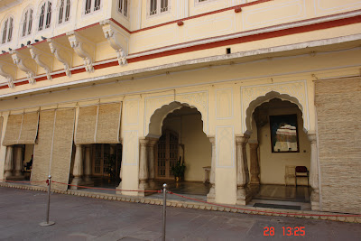 Photo of courtyard and corridor in the Jaipur City Palace