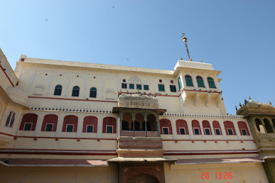 Photo of the structure of the Jaipur City Palace - the upper levels
