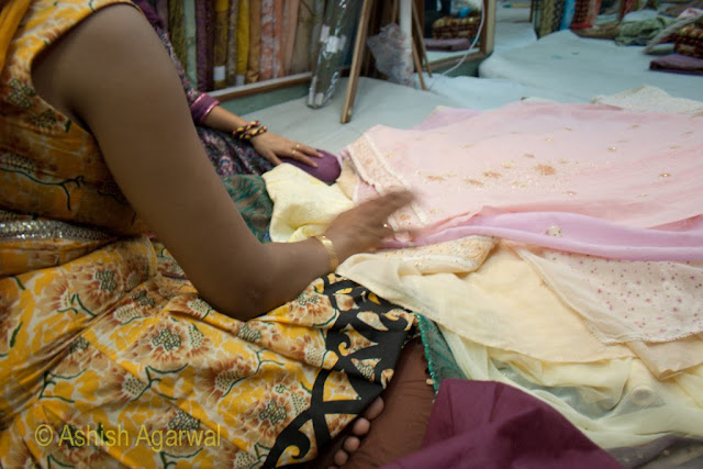 Evaluating the quality of a cloth and the design as part of the buying process