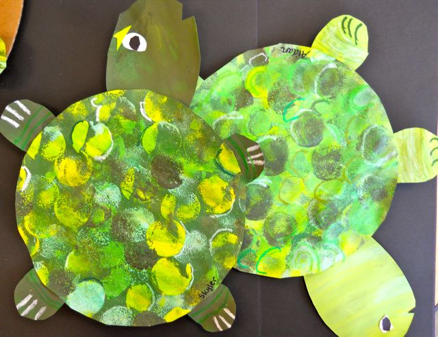 Painted paper under the sea with picasso and me turtles for Turtle arts and crafts