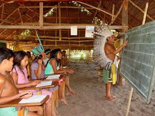 http://3.bp.blogspot.com/_8Vzdo-sRoIo/TE9zTDIhtsI/AAAAAAAAChI/Ds8TqlbToNE/s1600/escola_indigena_700.jpg